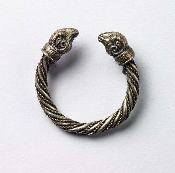 Armenian bracelet (3rd-1st century BC.) Depicting two rams heads on both ends.